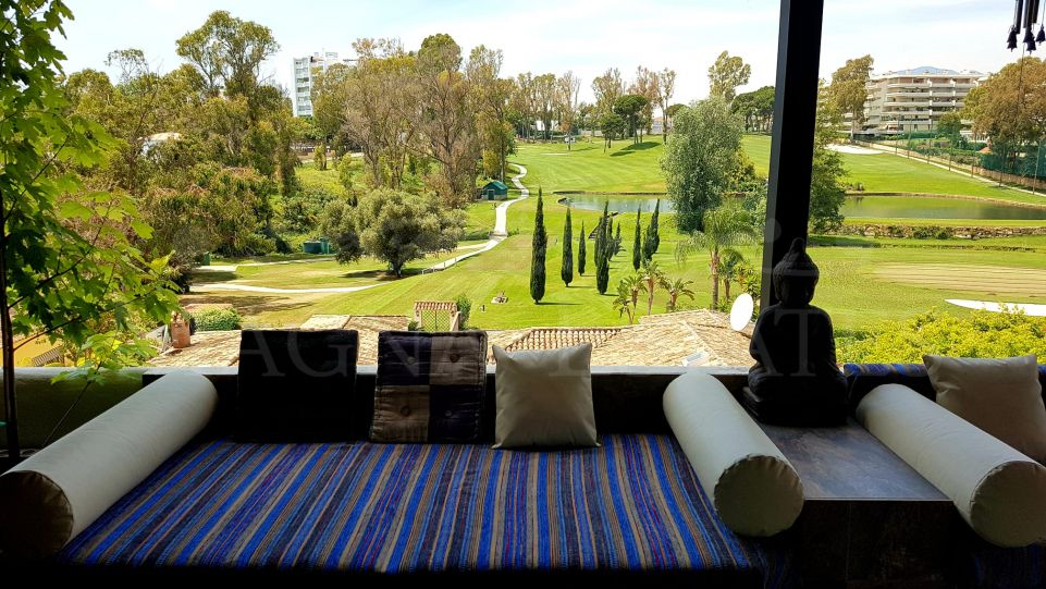 Spectacular 3 bedroom penthouse with large terrace overlooking the golf course in Guadalmina Alta