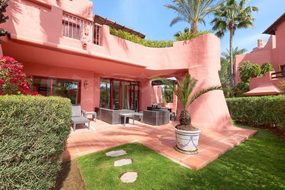 Elegant ground floor garden apartment in Menara Beach, Estepona