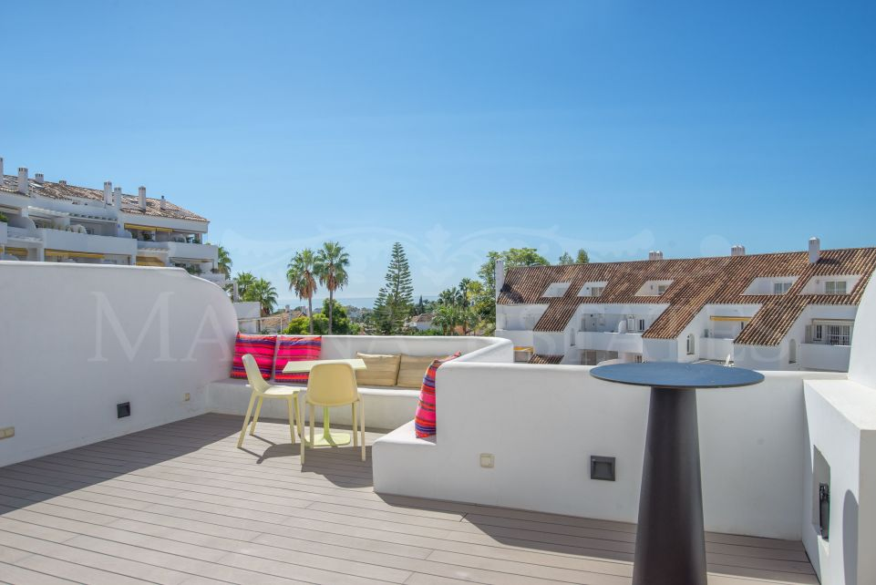 Beautiful apartment, completely renovated, with sea views in Nueva Andalucía