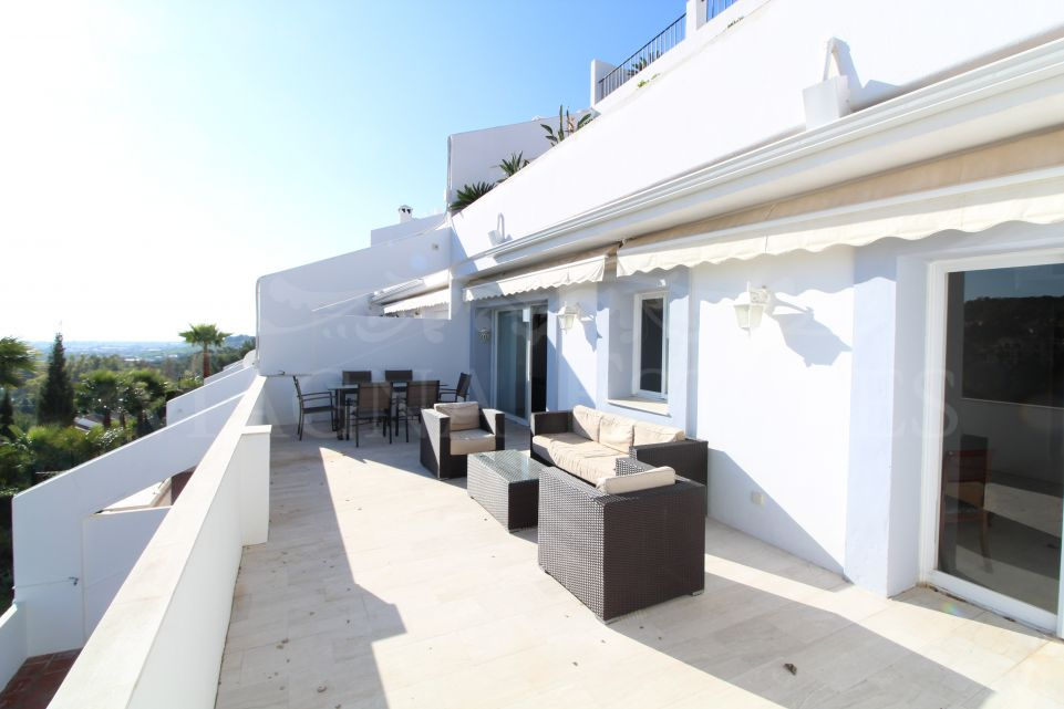 3 bedroom apartment with sea and golf views in La Quinta Golf