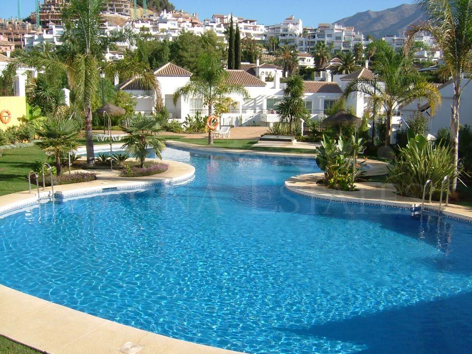 Ground floor apartment with garden in Nueva Andalucía, Marbella