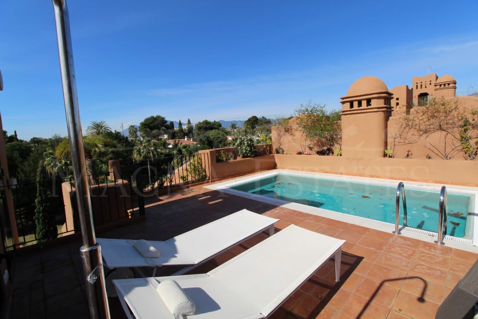 Penthouse with private pool in Alhambra Los Granados, in Guadalmina Baja