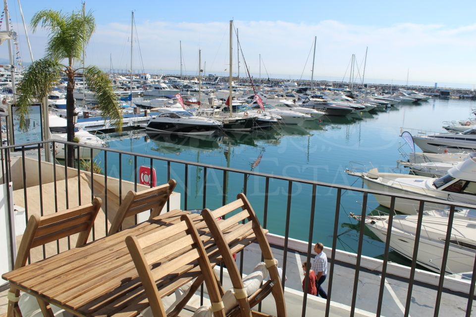Very renovated apartment in first line of Puerto Banús - Marbella