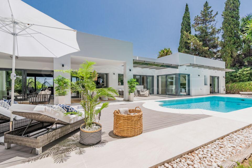 Villa completely renovated in Las Brisas, Nueva Andalucía, Marbella