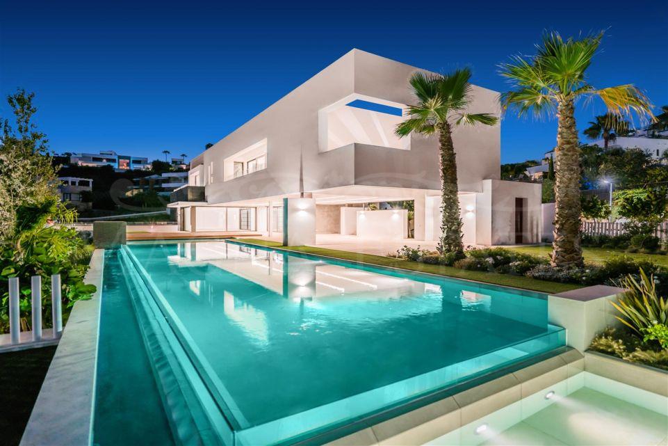 Majestic contemporary style villa in La Alquería, Benahavís.