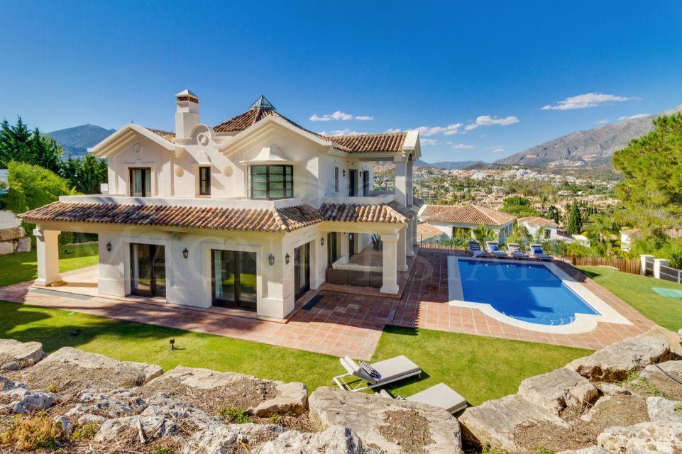 Elegant villa in the Golf Valley, Nueva Andalucía, Marbella
