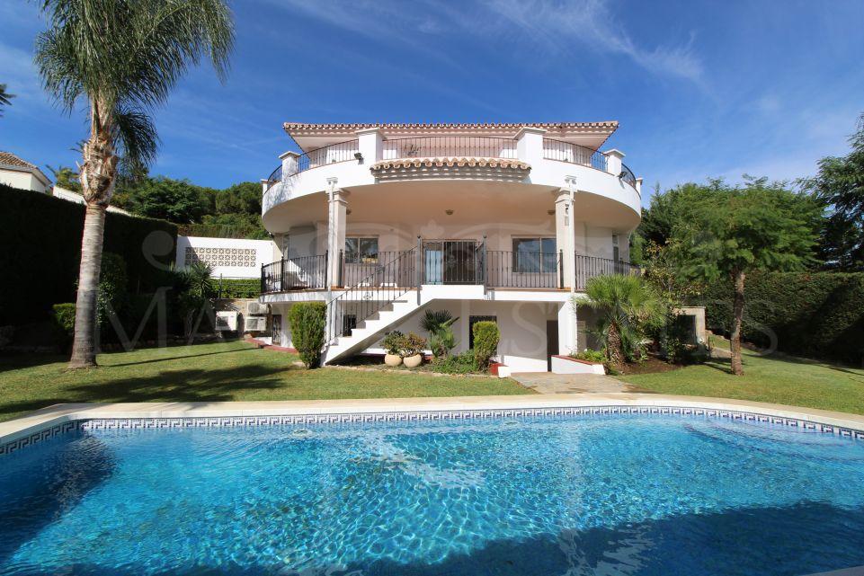 Villa familiar con vistas abiertas al mar en La quinta Golf, Benahavís