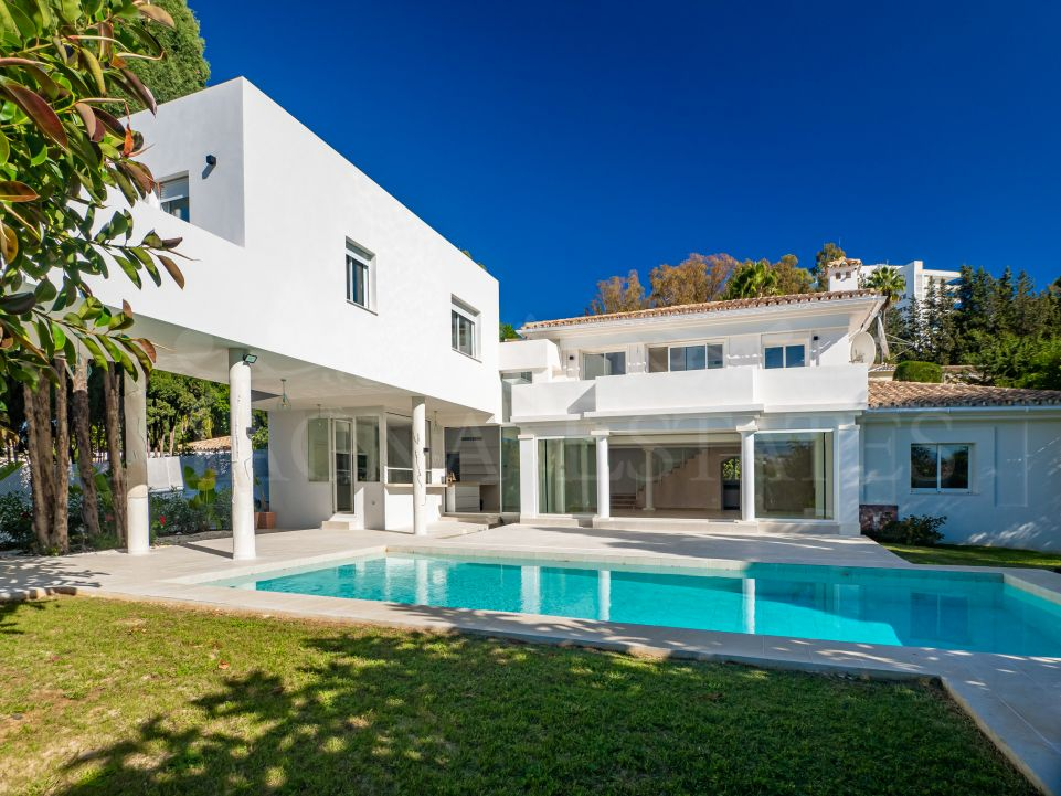 Brand new villa a few meters from the golf course in El Paraíso, Estepona