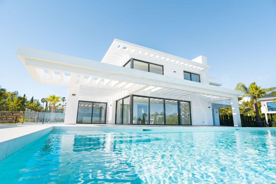 Maravillosa villa de lujo de nueva construcción en Los Flamingos, Estepona