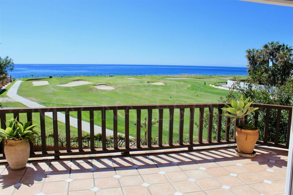 Villa with a unique location, in front of the beach and golf