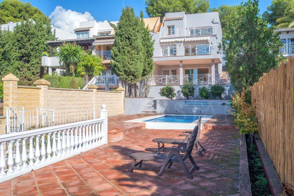 Villa adosada de esquina en Nueva Andalucía, cerca de Puerto Banús