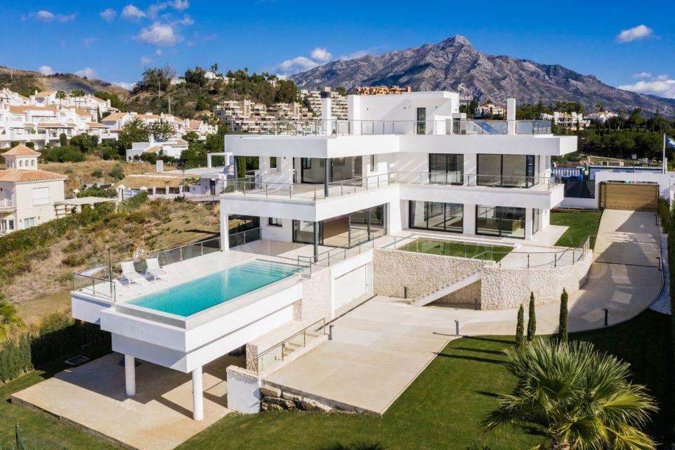 Gran villa de nueva construcción en Haza del Conde, Nueva Andalucía