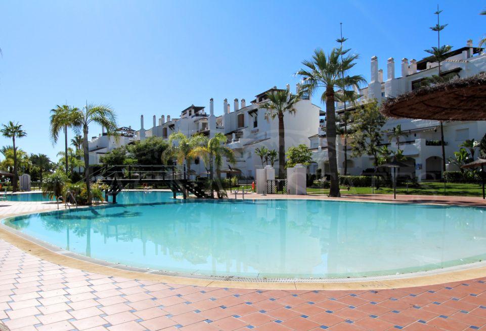 Completely renovated apartment on the edge of the Sea in San Pedro Alcántara, Marbella.