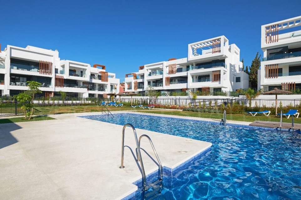 Ground floor apartment with garden, furnished and brand new in Cancelada, Estepona