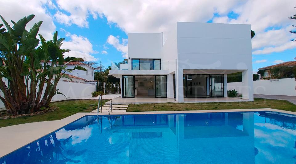 Design villa within walking distance of the center of San Pedro Alcántara