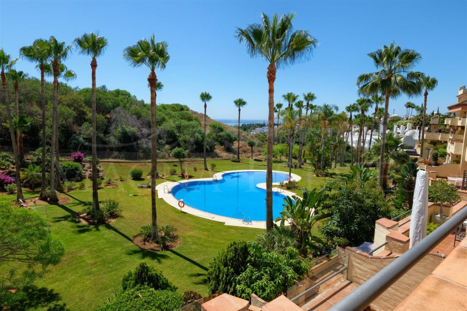 Apartment with sea views on Marbella's Golden Mile