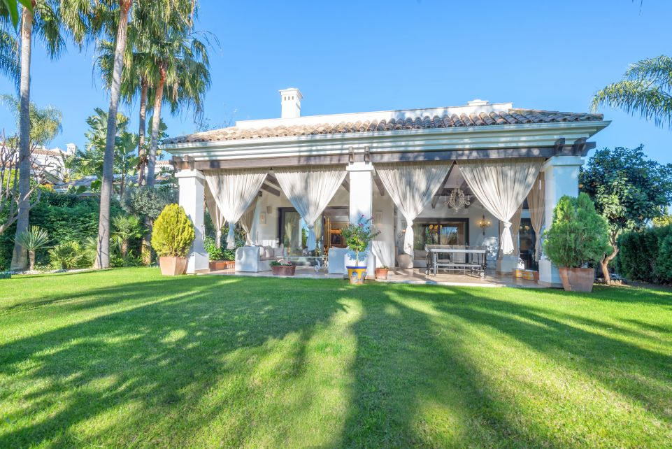 Magnificent villa in the gated community of Lomas de Magna Marbella, in Golden Mile,