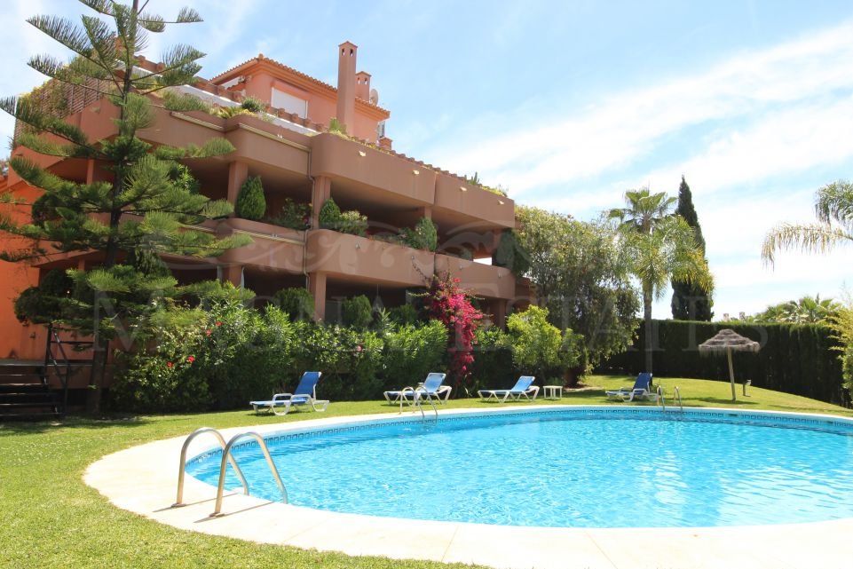 3 bedroom apartment on the Golden Mile, two minutes from Puente Romano