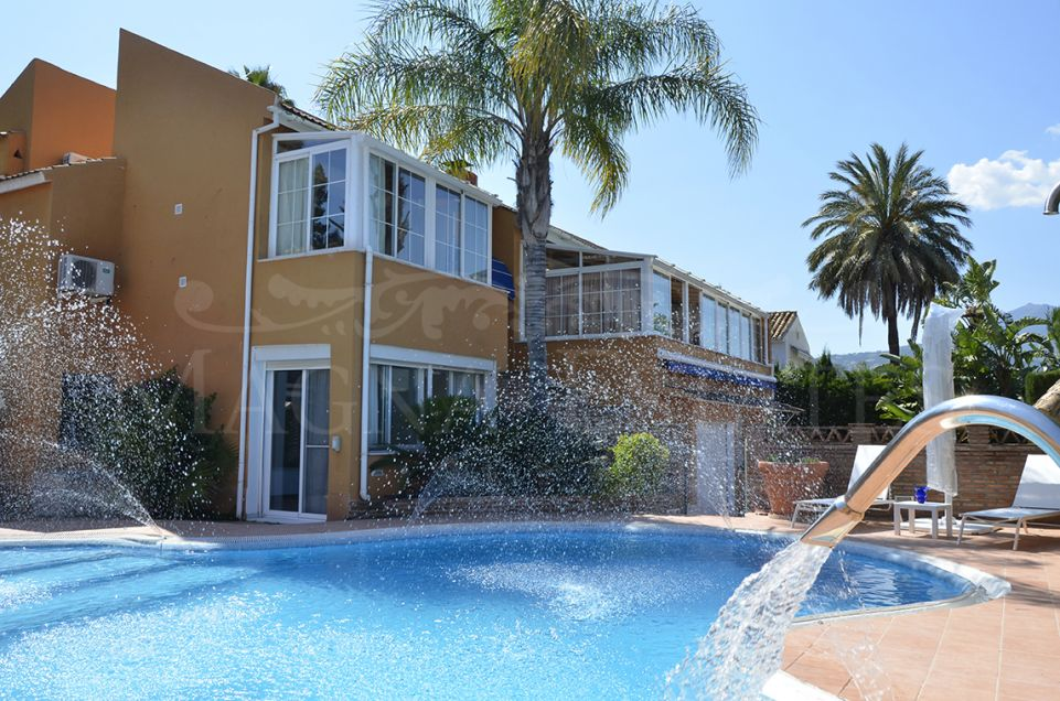 Spacious villa in the heart of Nueva Andalucía, between Las Brisas Golf and Los Naranjos Golf