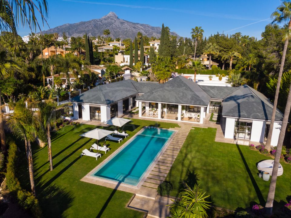 Luxurious and unique villa on the edge of Las Brisas Golf, Nueva Andalucia, Marbella