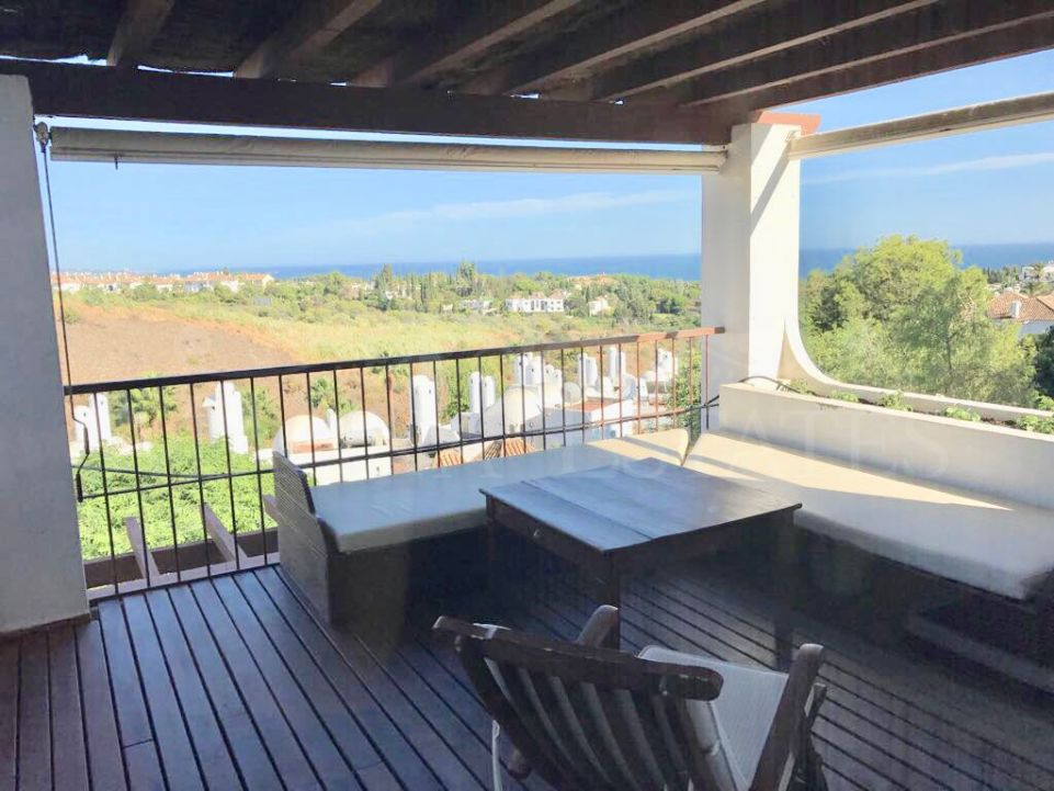 Apartment with two bedrooms and two bathrooms overlooking the sea in the Lomas de Marbella Club, Marbella.