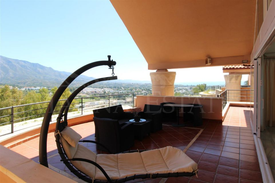 Large duplex penthouse in Magna Marbella furnished and with private heated pool