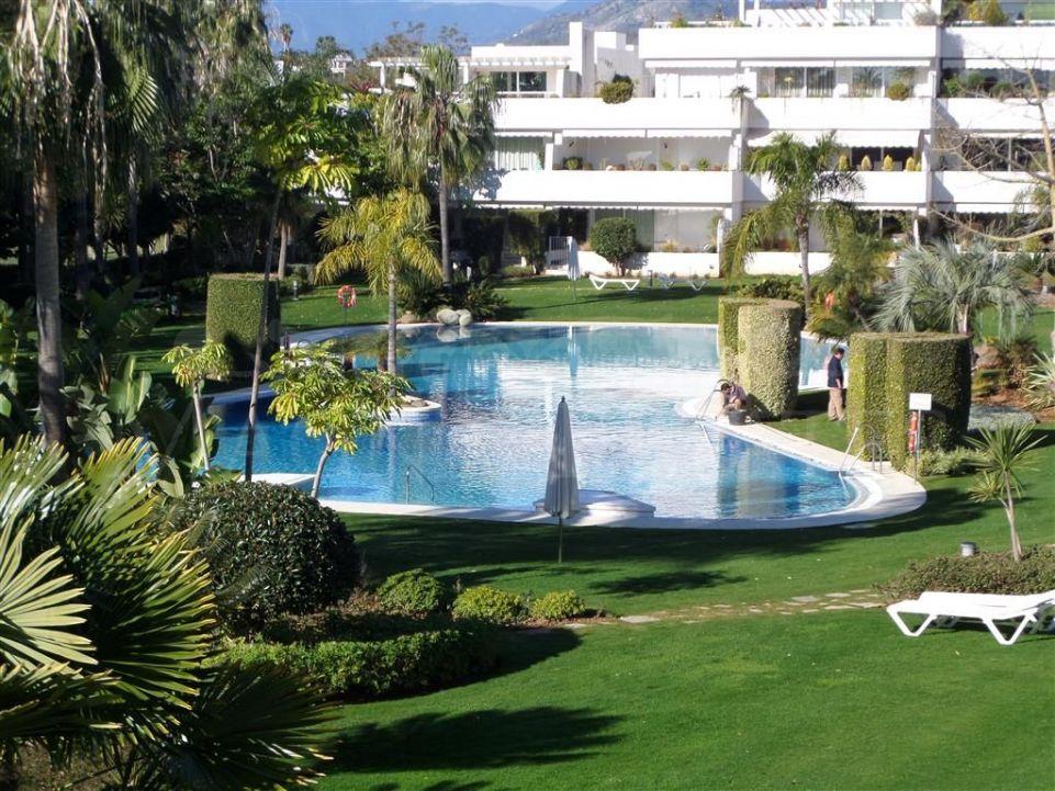 Nice Apartment in Los Granados Golf, Nueva Andalucía