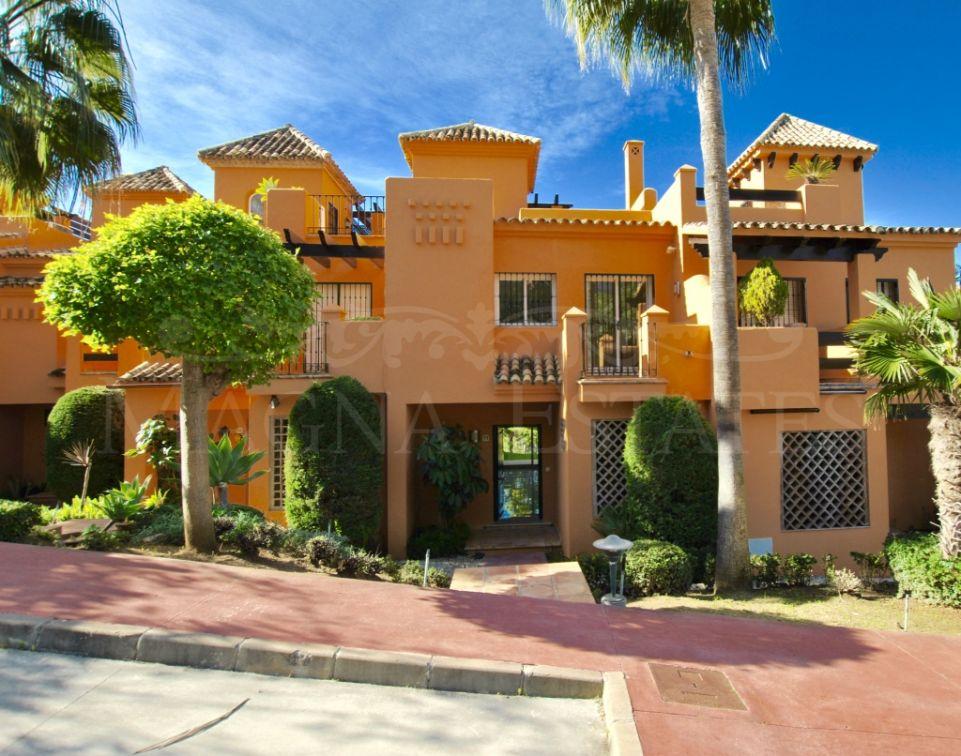 Beautiful townhouse in El Paraíso, Benahavis, next to Atalaya Golf