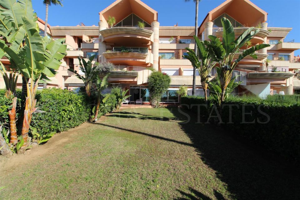 Spectacular apartment with garden and sea views, fully furnished, in Magna Marbella