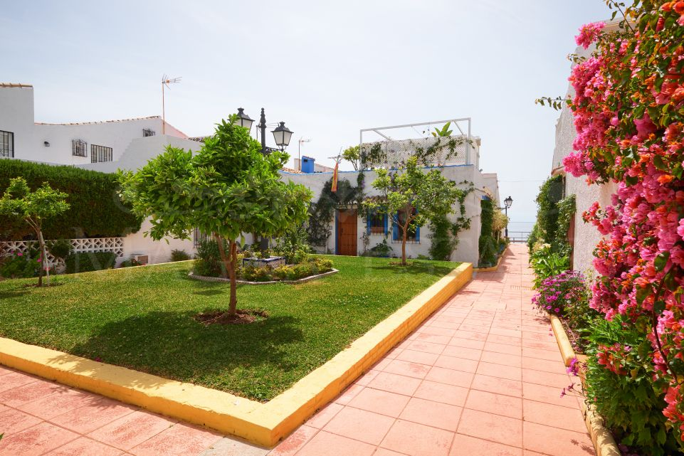 Townhouse completely renovated on the beachfront in Estepona