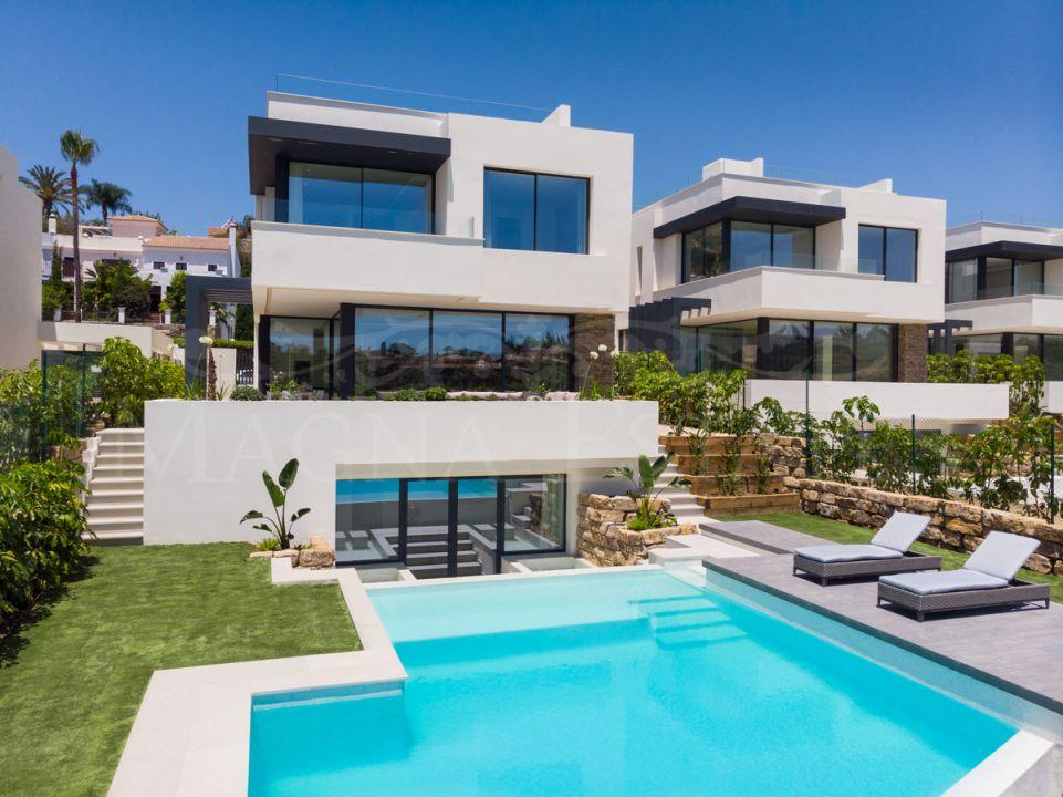 Spacious villas and contemporary design in El Campanario
