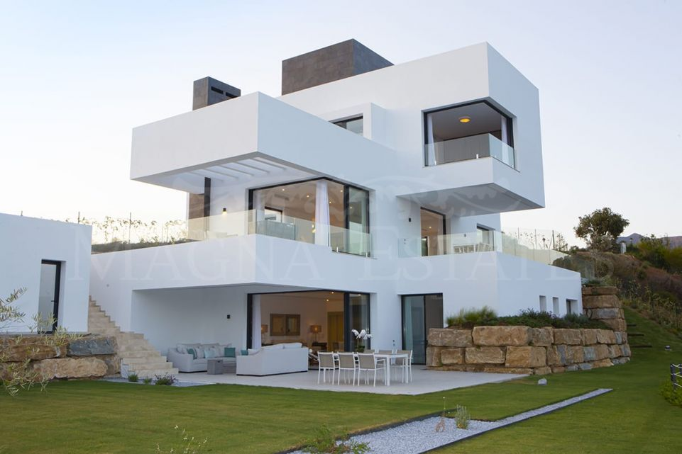 Contemporary design villa in Montemayor, Benavís