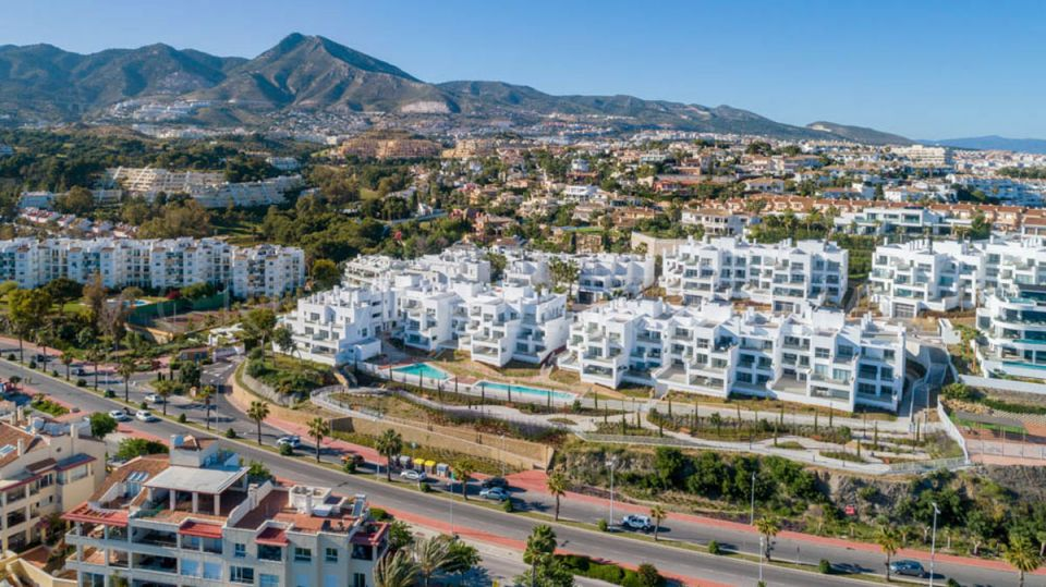 90 contemporary homes with the beach on your doorstep. 1, 2 and 3 bedrooms with spacious terraces and glass walls offering stunning uninterrupted views of the sea.