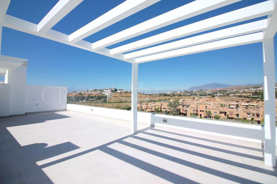 Penthouse for sale in Atalaya Golf, Estepona