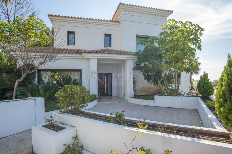 Villa in Las Lomas de Marbella Club, in gated community and 24 hour security