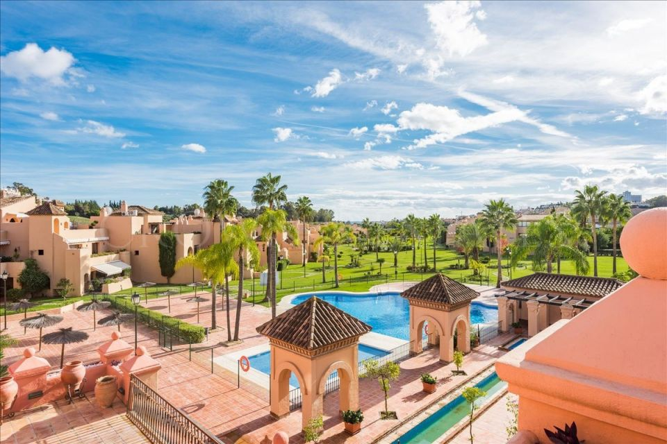 Spacious penthouse in Atalaya,Estepona