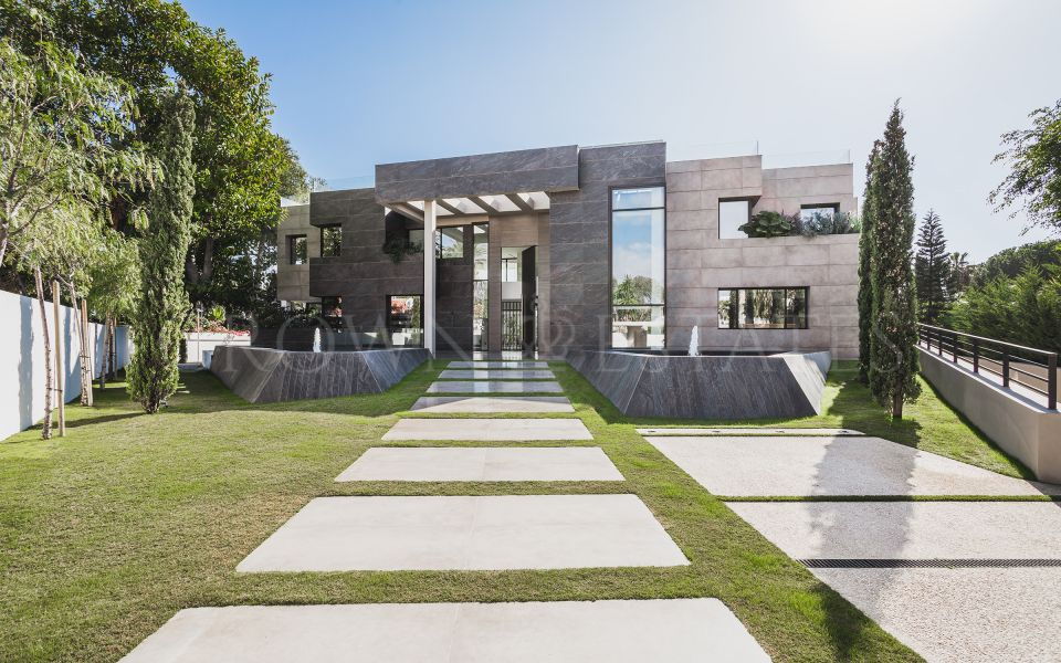 Stunning Modern Villa Steps Away from the Beach!