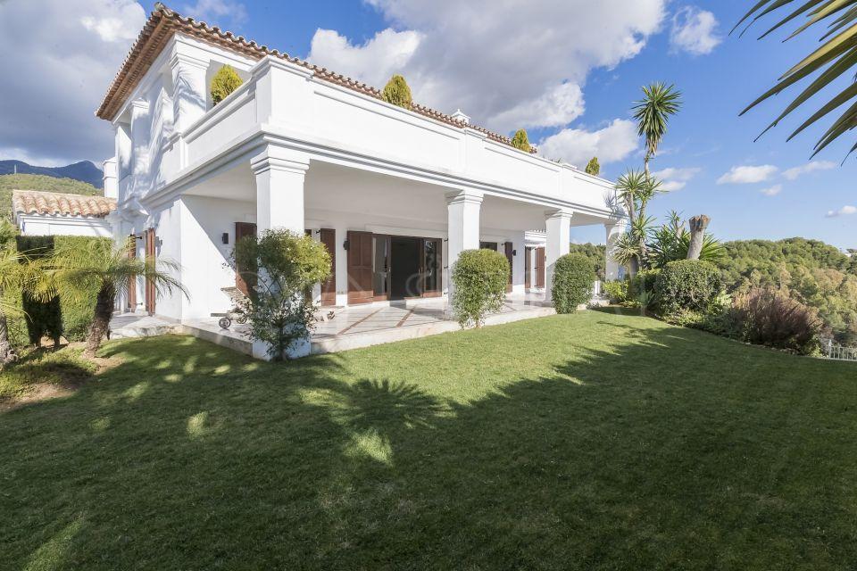 Villa for sale in Monte Paraiso Country Club, Marbella Golden Mile