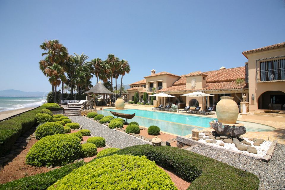 Mansion for rent in Los Monteros Playa, Marbella East