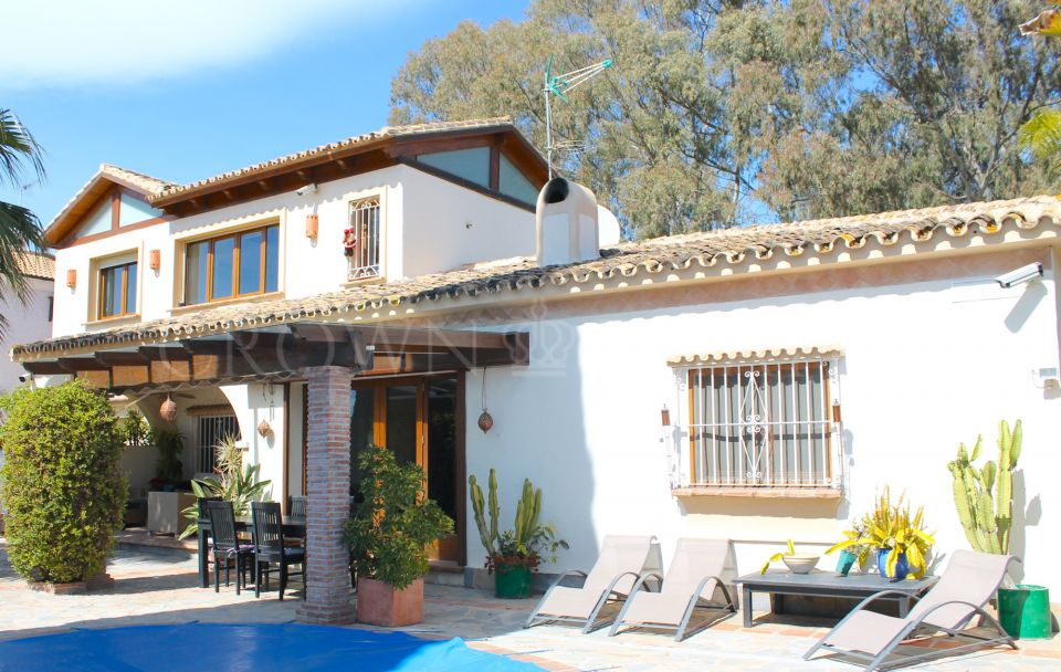 Villa for sale in El Saladillo, Estepona