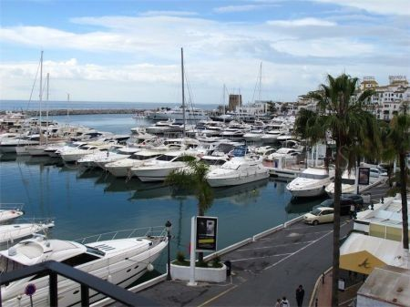 Spacious apartment located in the heart of Puerto Banus