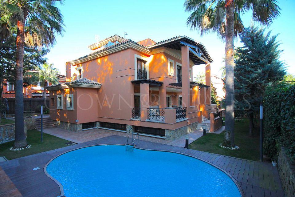 Villa in a private gated community within walking distance to the beach, La reserva de los monteros, Marbella