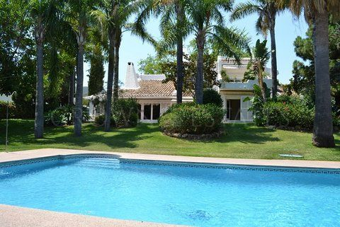 BEAUTIFUL VILLA front line golf RIO REAL , VIEWS SEA