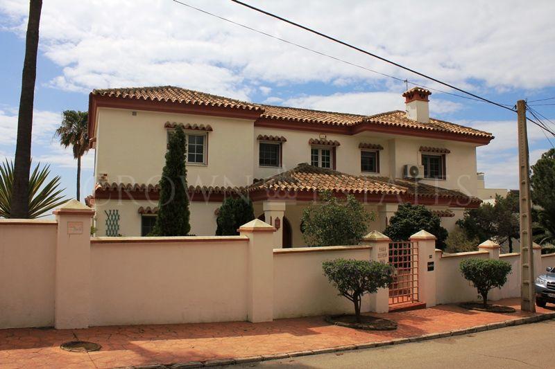 4 bedroom villa located in Marbella East