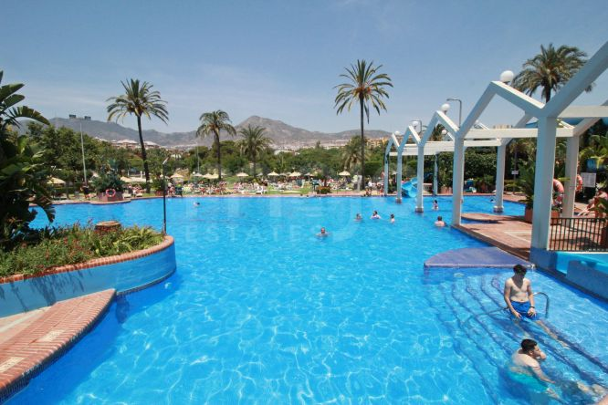 Amazing penthouse with panoramic seaview in first beach line in Benalmadena