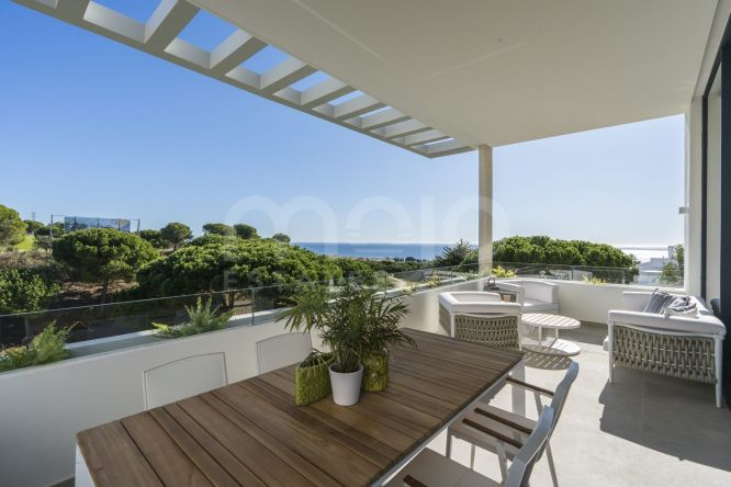Town House for sale in Cabopino, Marbella East