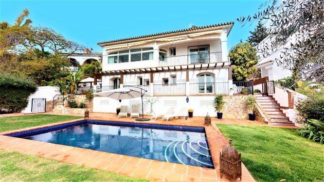 Villa en venta en Torremuelle, Benalmadena