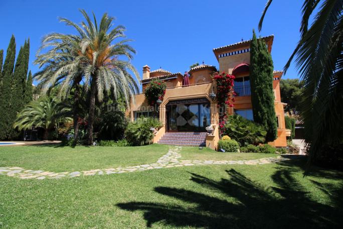 Marbella Golden Mile, Villa With Huge plot in Sierra Blanca
