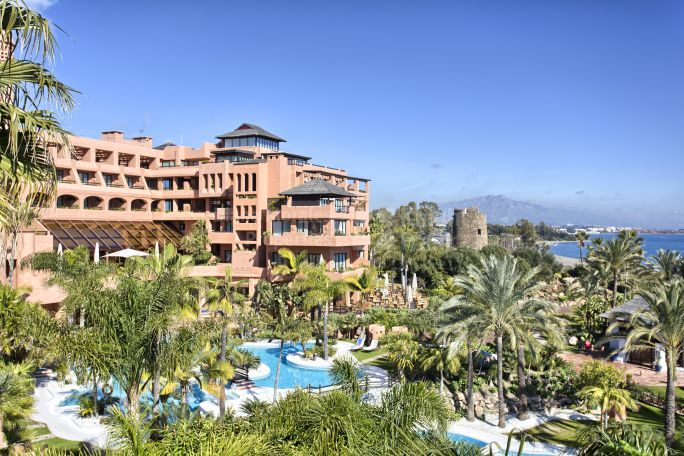Estepona, Beachfront Penthouse in 5-Star Hotel