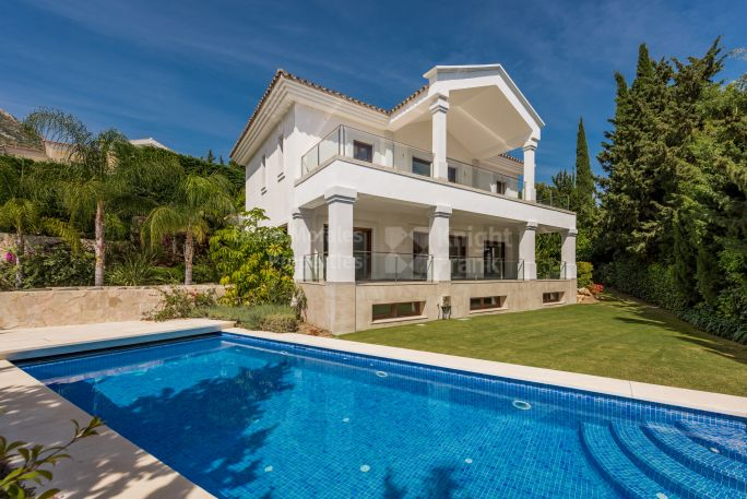 Marbella Golden Mile, Villa in Gated Community